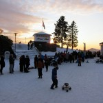Long queues at the Fløyen cable car, as skiers and sledders make their way back home