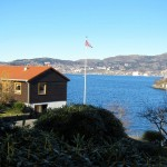 Typical Bergen blue sky (curiously visible from the ground on this day). Unusual display of flag.