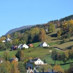 Heading up the valley to the gorge. Norsk houses on the hill